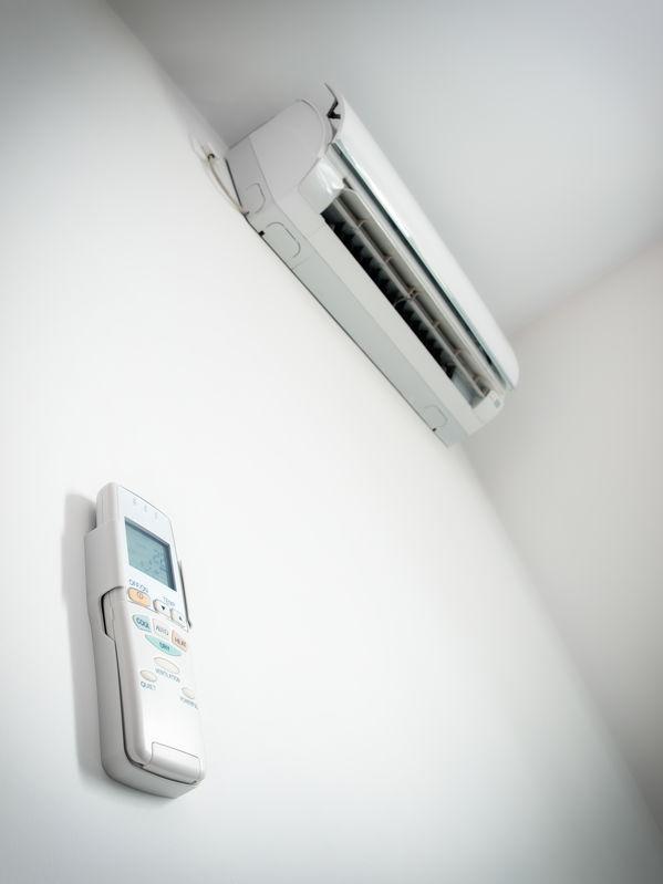 varmpepumpe på væg