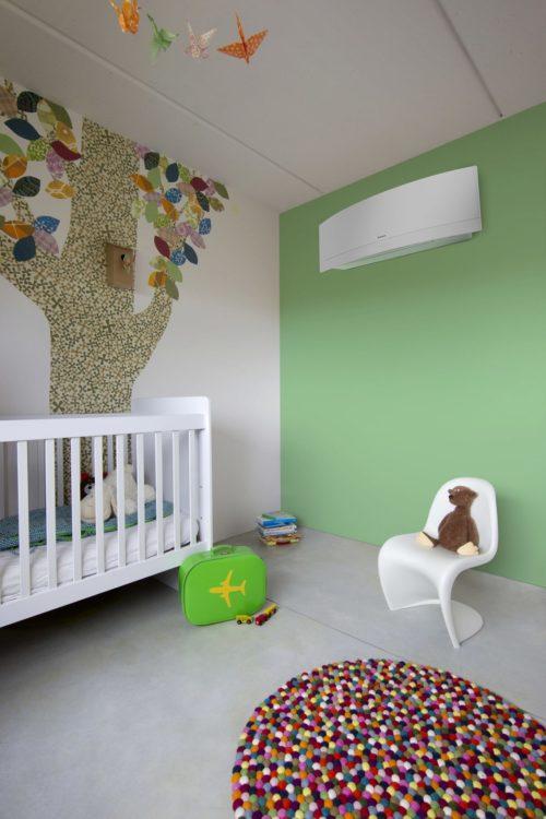 Daikin-Emura-varmepumpe-børneværelse-e1568184186375.jpg