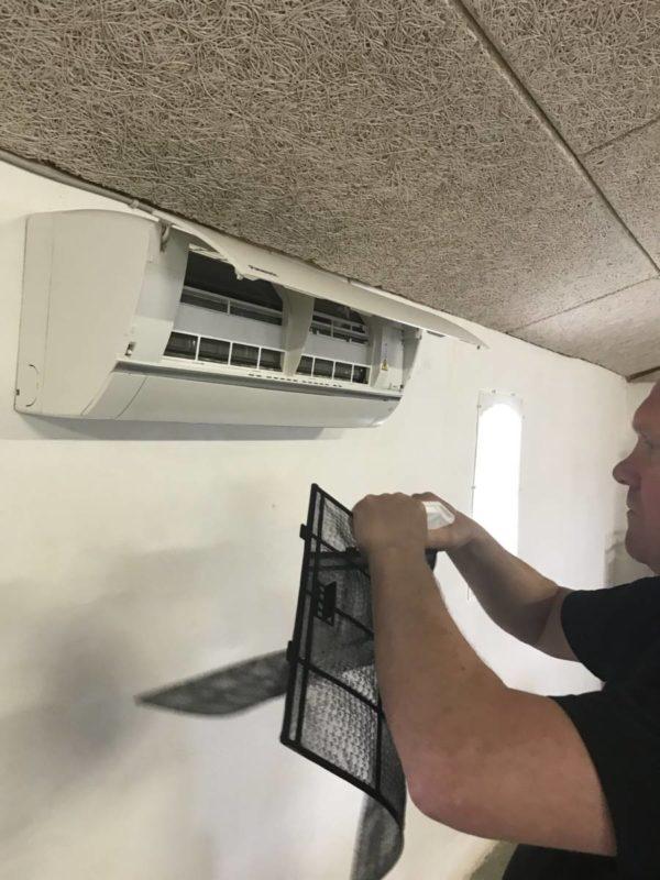 Rengoering-af-varmepumpe